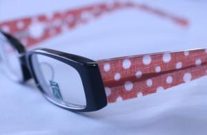 Traditional Japanesefabric inlaid in eyeglass frametemples
